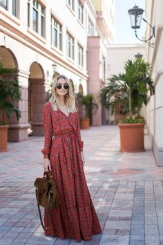 If you are looking for one of those amazing Preppy Style and Outfits to try this Fall, you should definitely go for a skater dress. Skater dresses are dress 42 Preppy Style and Outfits to Try This Fall Hippie Style, Bohemian Style, Boho Chic, Bohemian Dresses, Hippie Bohemian, Bohemian Fashion, Bohemian Fall Outfits, Red Boho Dress, Floral Fashion