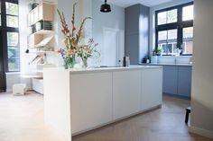 Femkeido Interior Design | Monumentaal Pand Apeldoorn Home, Home Kitchens, Modern Kitchen, Living Room Designs, New Homes, Interior Inspo, Kitchen, White Kitchen Cabinets, Kitchen Rules