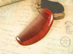 【Material】Dalbergia Rosewood  【Type】Fine Teeth Comb  【Size】Length:123 mm Width:53 mm Thickness:10 mm  【Code】RS-3    【About Wood Comb】Wooden hair combs