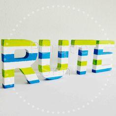 Letras Rute Riscas. Tamanho:5cm x 6cm. Pintadas à mão