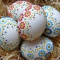 to je jaro . Easter Eggs Kids, Ukrainian Easter Eggs, Easter Egg Crafts, Easter Projects, Easter Art, Egg Shell Art, Carved Eggs, Easter Egg Designs, Diy Ostern