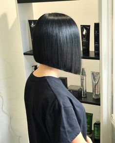 Love the sharply defined lines on this bob. My bf's hair would look amazing like this