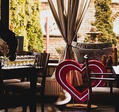 The best friends?  Neon heart and champagne!   Idealna para na przyjęcie!  #lamps #lights  #eastlightscom_ #bulblights #cinemalightbox  #urodziny #wesele  #dekoracje #slub #design  #madeinpoland #handmade #uniquelamps #neonlights #neon