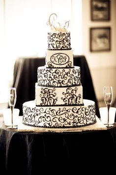 Black and white wedding cake. I just want to have my wedding already!!! Haha