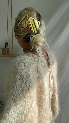 lili_songe_ on Instagram: ᴬᴸᴸ ᴵᴺ ᴾᴼᴱᵀᴿʸ .. #mohaircardigan Angel Petit Lu #lilisonge Bijoux #bellrockinspiration Barrettes #sylvainlehen Pantalon #hodparis… Wooly Bully, Mohair Sweater, White Outfits, Outfit Posts, Pear, Audio, Lily, Angel, Watch