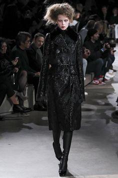 Alexander McQueen - Autumn/Winter 2015-16 Ready-To-Wear - PFW (Vogue.co.uk)