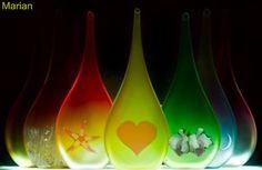 A media luz: Gotas de luz Lava Lamp, Table Lamp, Home Decor, Lights, Table Lamps, Decoration Home, Room Decor, Home Interior Design, Lamp Table