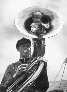 vintage everyday: Tuba players, New York, ca. Vintage Dior, Vintage Vogue, Vintage Photographs, Vintage Photos, Willy Ronis, Stoner Rock, Weird Vintage, New Wave, Music Humor