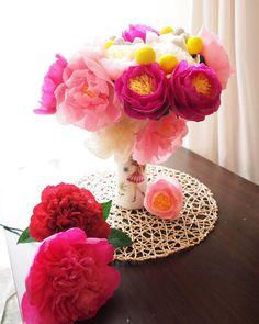 Love these #beautiful #handmade #paper #peonies #pfingstrosen #centerpiece