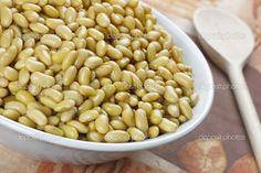 salada de soja cozida - temperada com oleo de soja/milho/girassol?/azeite sal cebola picada ou em rodelas e talvez vinagre/sumo de limao