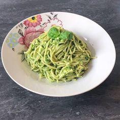 Paste cu sos Pesto și brânză camembert Pesto, Ethnic Recipes, Food, Essen, Meals, Yemek, Eten