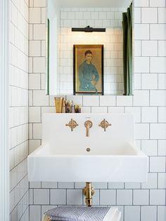 Apprenez comment décorer une petite salle de bain et tombez en amour avec votre petit espace ! Parcourez notre galerie photos pour découvrir les 18 petites salles de bain préférées de nos éditeurs.