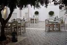 LILLA VILLA VITA Table Decorations, Projects, Furniture, Home Decor, Crete, Log Projects, Blue Prints, Decoration Home, Room Decor