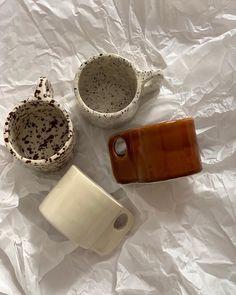 Ceramic Pottery, Pottery Art, Ceramic Art, Pottery Designs, Diy Clay, Clay Crafts, Keramik Design, Pretty Mugs, Clay Art Projects