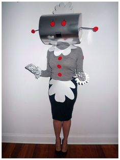 Rosie the Robot from The Jetsons Costume - Halloween Halloween Make, Halloween 2017, Diy Halloween Costumes, Halloween Cosplay, Holidays Halloween, Homemade Costumes, Homemade Halloween, Halloween Halloween, Vintage Halloween