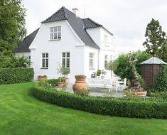 Dream House Plans, My Dream Home, Beach Gardens, Rose Cottage, Big Houses, Classic House, House Goals, Dream Decor, My New Room