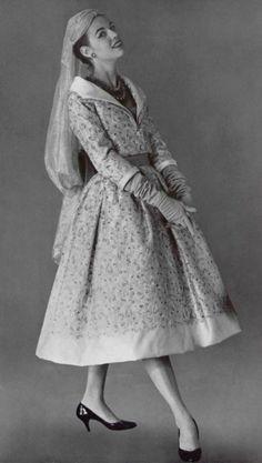 1955 Сhristian Dior ensemble du soir, en duchesse rebrodé d'or et de soie
