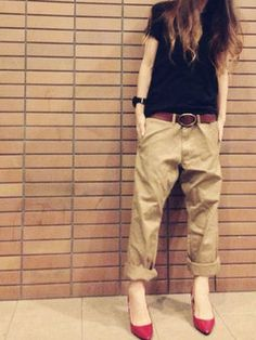red shoes tan pants black tee