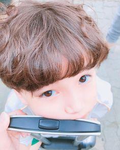 Adorable bebé :3 Dad Baby, Cute Baby Boy, Cute Little Baby, Little Babies, Cute Kids, Little Boys, Baby Kids, Cute Asian Babies, Korean Babies