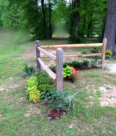 Fabulous Tips: Temporary Fence Plants fence lighting yards.Wooden Fence On Hill small bamboo fence. Modern Fence, Backyard Fences, Driveway Landscaping, Fence Design, Backyard Fence Decor, Split Rail Fence, Backyard, Fence Lighting, Fence Landscaping