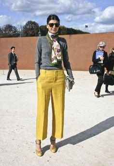Calça Amarela Feminina – Como Usar & 42 Dicas de Looks Incríveis!