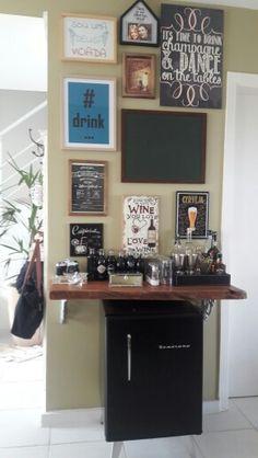 Barzinho - Lola e Gabriel Mini Bars, Canto Bar, Home Coffee Stations, Small Bars, Coffee Shop Design, Coffee Corner, Apt Ideas, Bar Areas, Bar Lounge