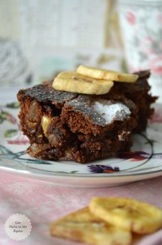 Spicy chocolate brownies with banana chips