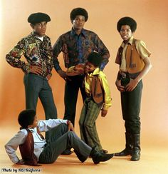 "History In Picturesさんのツイート: ""The Jackson 5 with Michael in the center, 1969. He…"