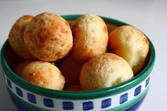 Pandebono is delicious cheese bread from Colombia made from cornmeal (masarepa) and tapioca flour, as well as farmer's cheese and eggs.