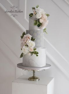 marble wedding cakes Three tier wedding cake in grey and grey marble with Amelies kitchen Hexy stencil Fondant Wedding Cakes, Wedding Cakes With Cupcakes, Elegant Wedding Cakes, Elegant Cakes, Wedding Cake Designs, Fondant Cakes, Grey Wedding Cakes, Wedding Cake Maker, Cake Stencil