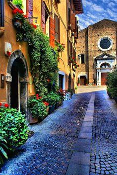 Salò ~ Lago di Garda Lombardy - - www.brickscape.it #brickscape #turismo #esperienze #tourism #experiences #viaggi #viaggio #vacanze #viaggiatori #vacanza #italy #italia #turismoesperienziale