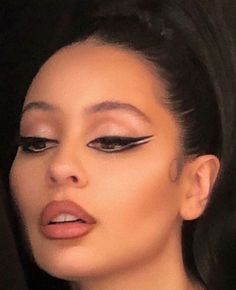 Alexa Demie wearing her iconic eyeliner look! 90s Makeup, Cute Makeup, Girls Makeup, Glam Makeup, Pretty Makeup, Skin Makeup, Makeup Inspo, Makeup Art, Makeup Inspiration