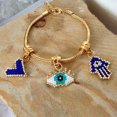 Pulsera tipo Pandora baño 24k con dijes en miyuki, hermosas y DISPONIBLES pidelas al DM o al enlace en la bio #accesoriosmia… Pandora, Charmed, Bracelets, Gold, Jewelry, Fashion, Bangle Bracelets, Accessories, Moda