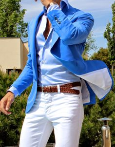 The sky blue blazer - Paired with white trousers. #menswear #howtowear #sky #fashion #outfit #belt #brown