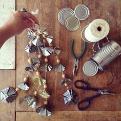 Garden Reuse: Tin Can Wind Chimes Tin Can Art, Soda Can Art, Tin Art, Aluminum Can Crafts, Aluminum Cans, Metal Crafts, Recycled Tin Cans, Recycled Crafts, Recycled Decor