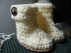 Free Crochet Baby Booties Pattern..