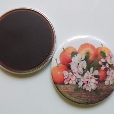 Badge 56 mm pommes. magnet,épingle adhesif