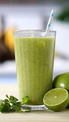 Nada melhor que um café da manhã refrescante para o verão com esse suco revitalizante de aveia.