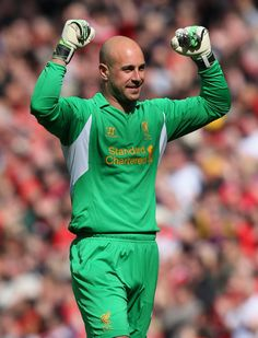 Pepe Reina on season-long loan to Napoli Liverpool Players, Liverpool Fc, Soccer, Sports, Legends, Game, Board, Photos, Football