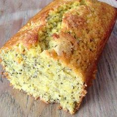 The perfect lemon cake recipe for breakfast with chia seeds for a healthy note Lemon Desserts, Lemon Recipes, Sweet Recipes, Yogurt Con Chia, Bolos Light, Desserts With Biscuits, Breakfast Cake, Perfect Food, Healthy Breakfast Recipes