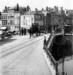 Wagenbrug, met zicht op de Wagenstraat..1903..Den Haag