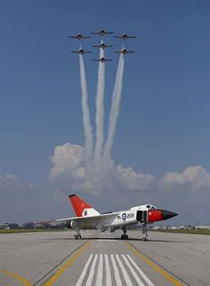 Canadian Snowbirds performing over Avro Arrow Replica @ Downsview Ontario. Fighter Pilot, Fighter Aircraft, Fighter Jets, Military Jets, Military Aircraft, Avro Arrow, Canadian History, Jet Plane, Royal Air Force