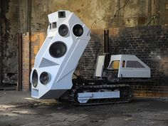 SoundTank by Nik Nowak The Panzer Soundtank is German artist Nik Nowak's latest creation. It is a mobile sound system with 11 speakers which looks like a tank and pulls up to create a wall of sound.