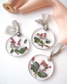 Resin that does not require UV light! A fashionable seat that trapped pressed flowers . - Resin jewelry diy - Resin that does not require UV light! How to make a fashionable seat tag that contains pressed flow -