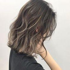 イズミ タカヒロさんはInstagramを利用しています:「・ 外国人風バレイヤージュハイライト♂️ ・ 全体は7トーンのアッシュカラーに細かくハイライトを入れて透明感をプラスしています♂️ ウェーブボブとの相性抜群、是非一度お試しください ・…」 Hair Color Balayage, Hair Highlights, Ombre Hair, Hair Color 2017, Hair Dye Colors, Short Hair Updo, Short Hair Cuts, Medium Hair Styles, Curly Hair Styles