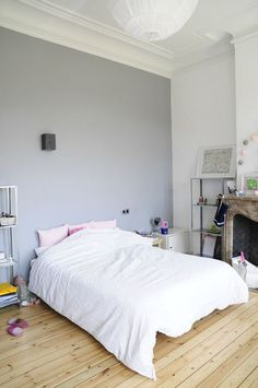 white bedroom + grey wall