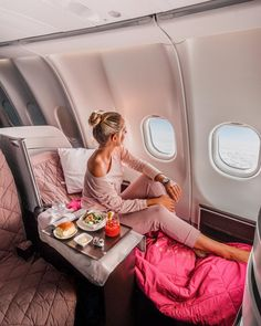 Up in the air is my happy place, especially in this pink bubble at Travel Goals, Travel Style, First Class Flights, Hawaiian Airlines, Fotos Goals, Pink Bubbles, Business Class, Travel Aesthetic, My Happy Place