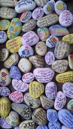 Our goal is simple…to promote random acts of kindness to unsuspecting recipients…whether by painting and dropping inspirational rocks or some other cool creative way to bring kindness i…The Kindness Rocks Project – The Art of Connection(New) Best Rock Painting Ideas Easy, Rock Painting Designs, Painting For Kids, Diy Painting, Pebble Painting, Pebble Art, Stone Painting, Painted Rocks Craft, Hand Painted Rocks