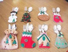 2.porta-talheres-para-natal Christmas Projects, Felt Crafts, Holiday Crafts, Christmas Ideas, Felt Christmas Decorations, Felt Christmas Ornaments, Christmas Sewing, Handmade Christmas, Christmas Makes