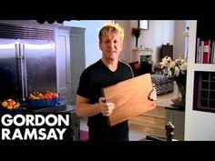 Gordon Ramsay szerint CSAK ez a 11 konyhai eszköz kell a konyhádba! Gordon Ramsay Youtube, Chef Gordon Ramsey, Kitchen Kit, Chef Kitchen, Basic Kitchen, Kitchen Utensils, Kitchen Knives, Kitchen Ideas, How To Make Mayonnaise